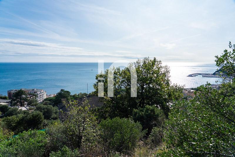 Villetta sul mare e Torretta Medioevale