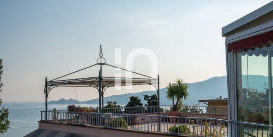 Attico con terrazza vista mare, Rapallo
